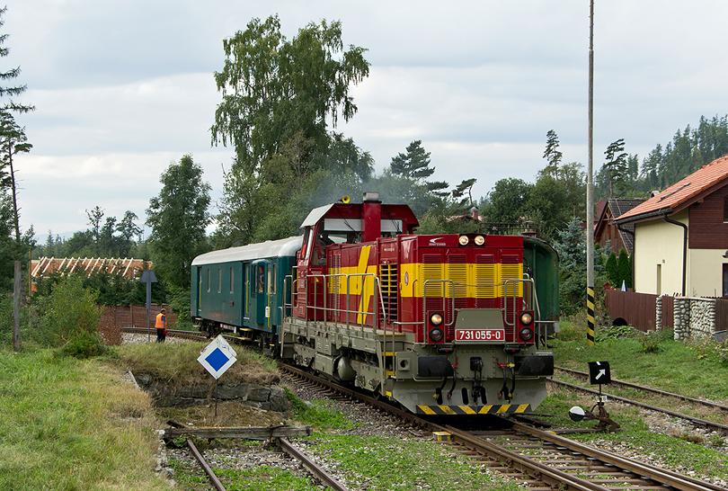 príchod favorita s modelárskym vozňom Klubu železničných modelárov a priateľov železníc Komárno do Tatranskej Lomnice