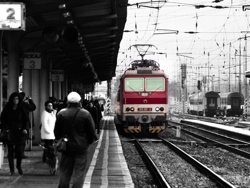 362 001 prichádza do stanice s rýchlikom R 602 Čingov.(Foto:fotohunter)