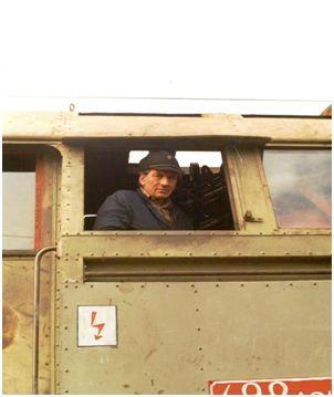 Rušňovodič-inštruktor Miroslav Klimo (1935 – 2013) bol chlapcom veľkou oporou. Foto Dušan Kelo.