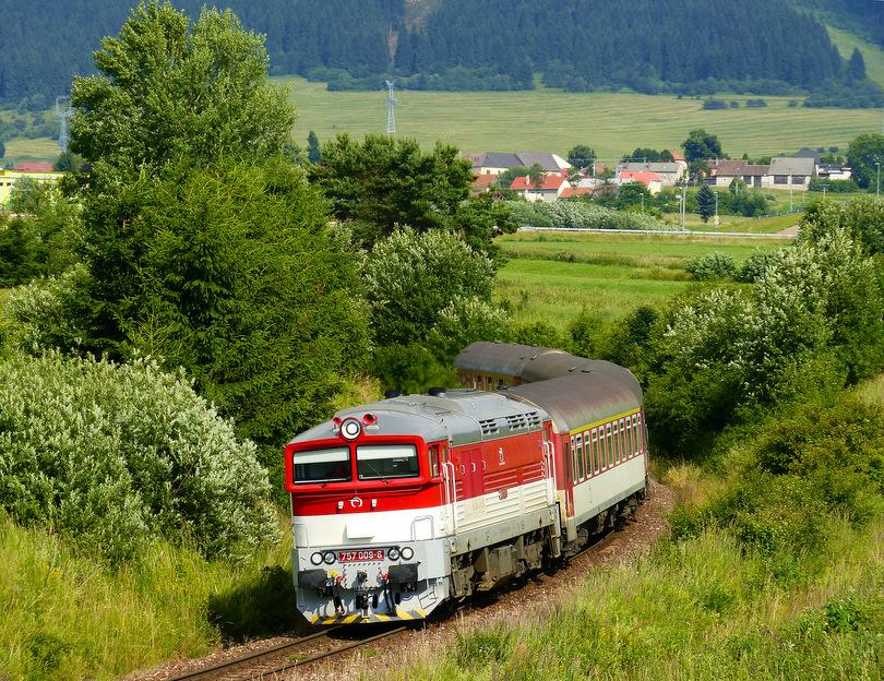 Očakával som Renátku, ktorá do tohto turnusu patrila, no namiesto nej Zr 1848 v ten deň ťahala 757.009. Ako sa neskôr ukázalo, vystihnúť deň, kedy tento vlak nemala 7009, bolo šťastie. Devinka sa tu udomácnila.