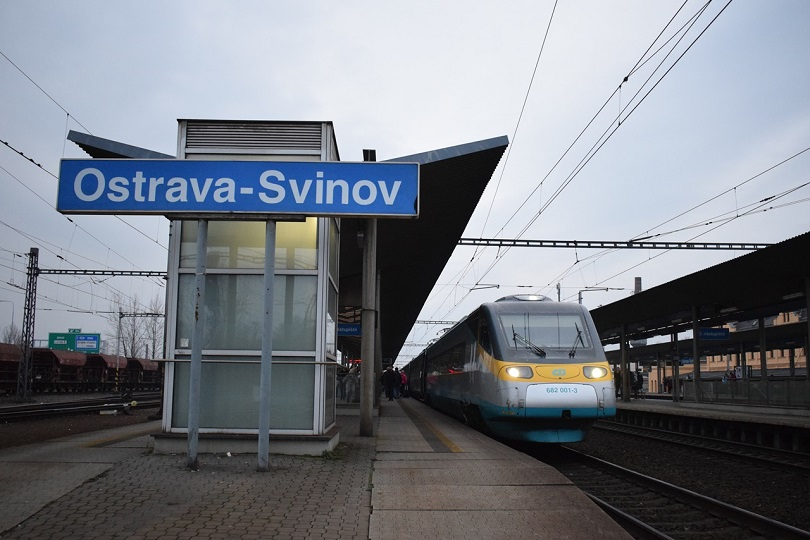 Tu sme už v stanici Ostrava-Svinov kde stojí Pendolíno 682 001-3