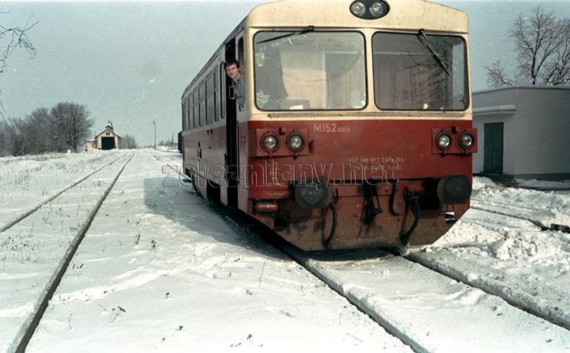 Plavecký Mikuláš pred odchodom vlaku MOs22508 v roku 1982.