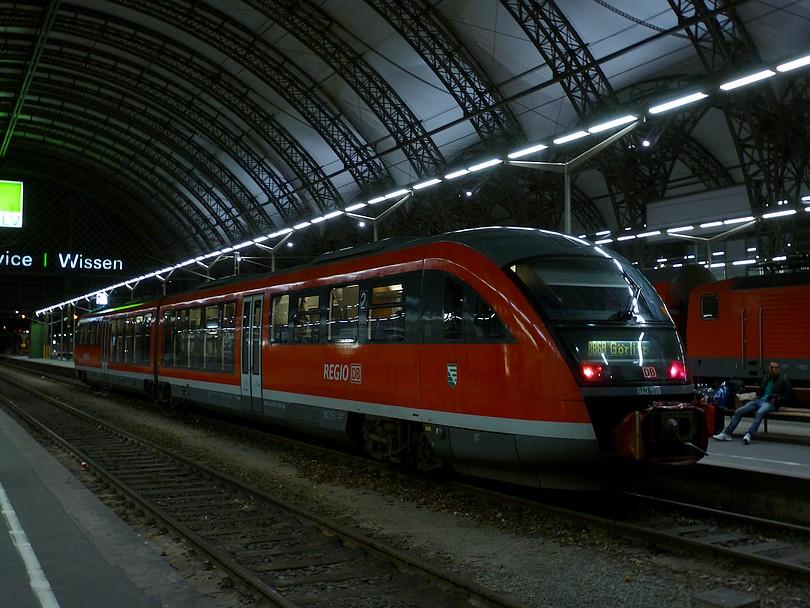 bližší pohľad na motorový osobný vlak do Zhorelca / G?rlitz/ tvoreného jednotkou 642.038