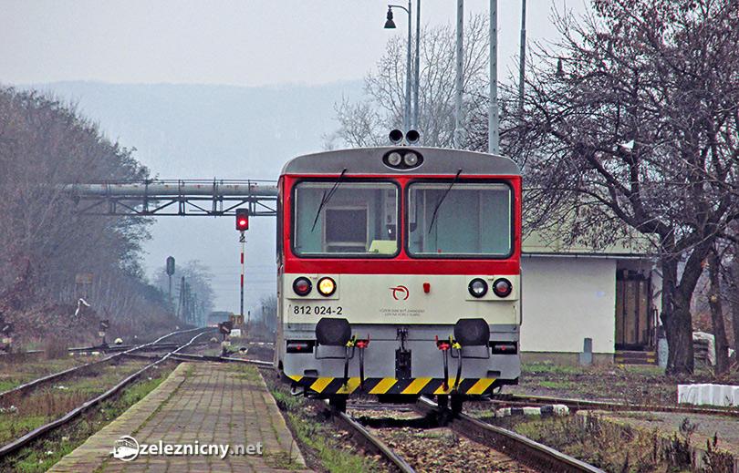 Posunujúca 812.024, v pozadí motor do Prešova