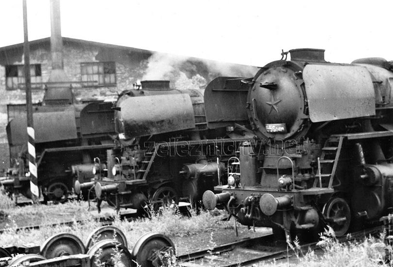 Odpoledne v lokomotivním depu Trenčianská Teplá se dne 30. 6. 1977 sešly hned tři lokomotivy řady 556.0: 0419, 0207 a 0177.