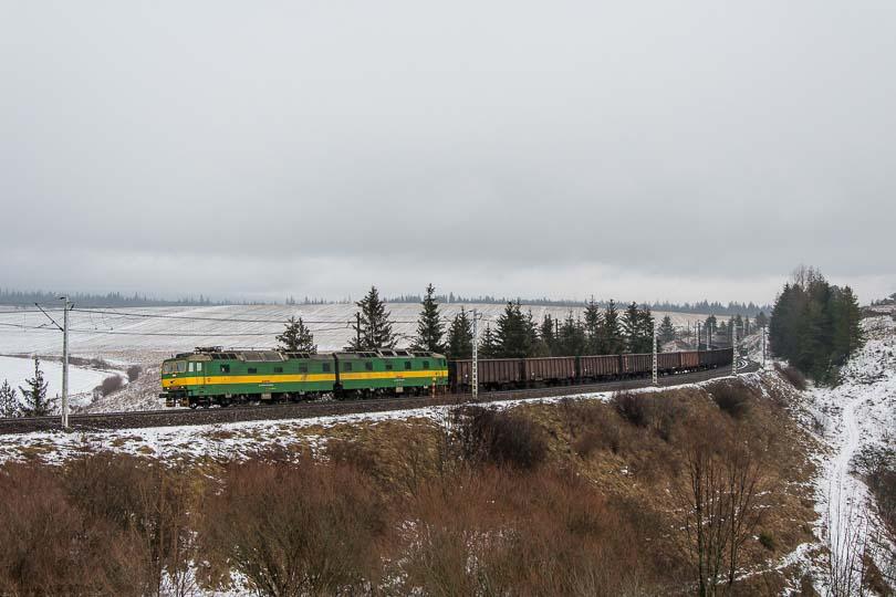 Na záver ešte jedna fotka nákladného vlaku s dvojičkou.