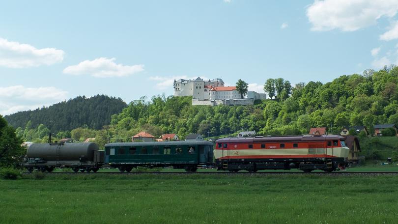 Aj požiarny vlak sadol do tejto prírody pod Ľupčianskym hradom.(Foto:AladaR)