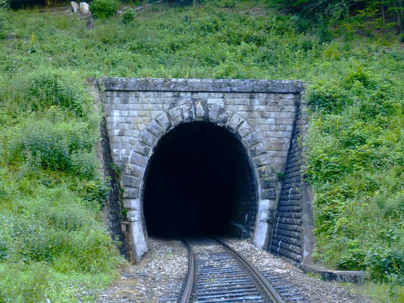 Polkanovský tunel I. o dĺžke 900 metrov
