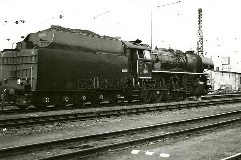 Lokomotiva 556.0394 ve stanici Praha Vršovice dne 30. 4. 1973.