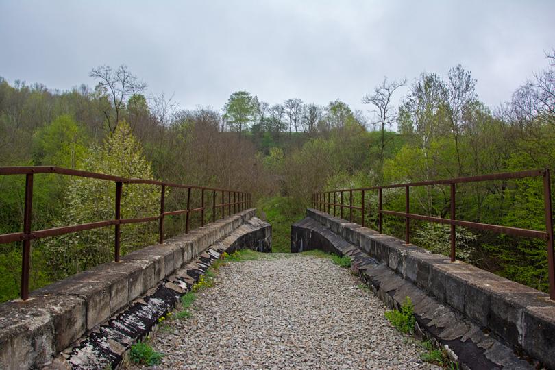 Druhý koniec viaduktu. V pozadí vidno ďalší tunel - Koprášsky.