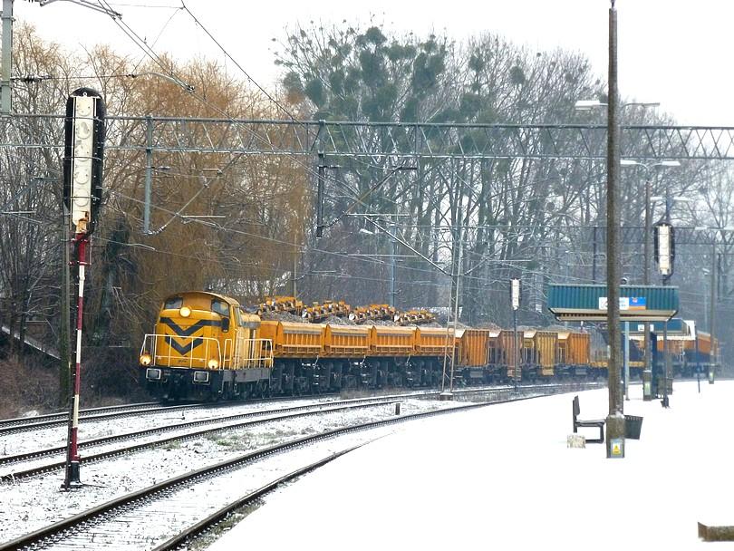 poľský pracovný vlak v stanici Poznaň Starołęka
