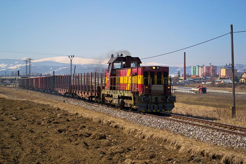 Len čo sa uvoľnila vlaková cesta, vydáva sa do Podolínca Mn vlak vedný 731.033.