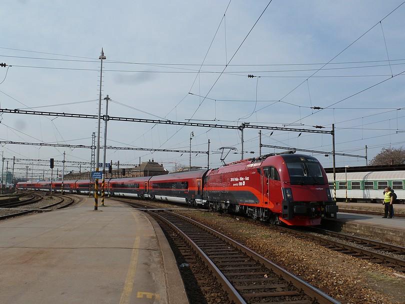 mimoriadny vlak EC 30000 vchádza na prvé nástupište stanice Brno hl.n.