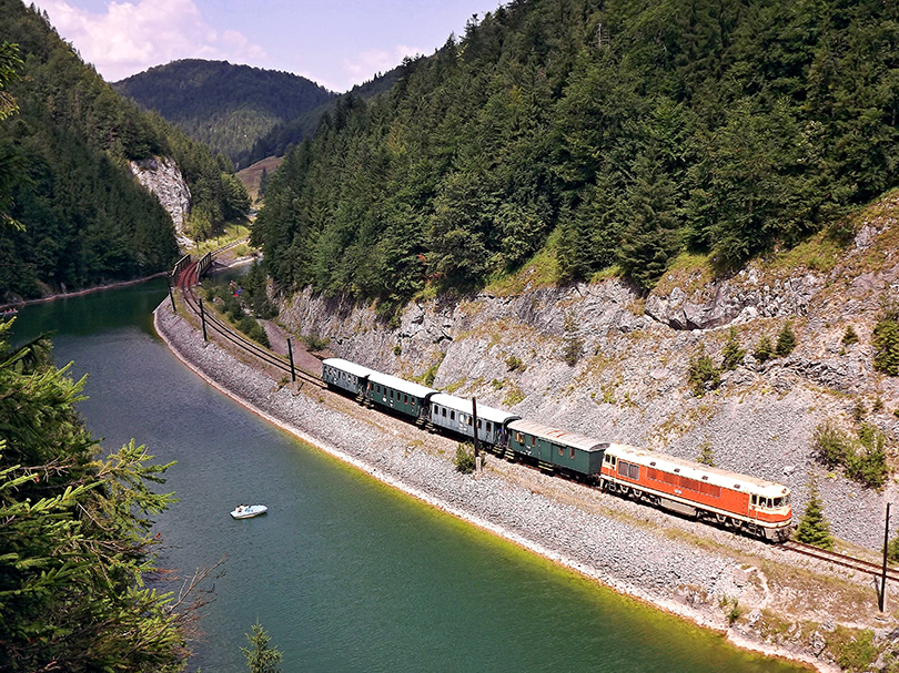 Nádherný pohľad zo skaly na trať a okolitú prirodu.(Foto:Palo003)