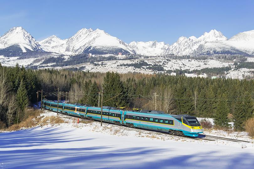 Január – Pendolíno 681.005 ako SC 241 pokračuje vo svojej ceste do Košíc. Štrba 15.01.2015