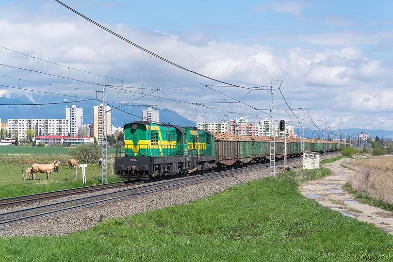 """Na konci apríla potešil """"Čmeliak"""" spoločnosti PSŽ 770.602, ktorý spolu s 742.384 viezol drevo z Kežmarku do Maďarska. 30.04.2016"""