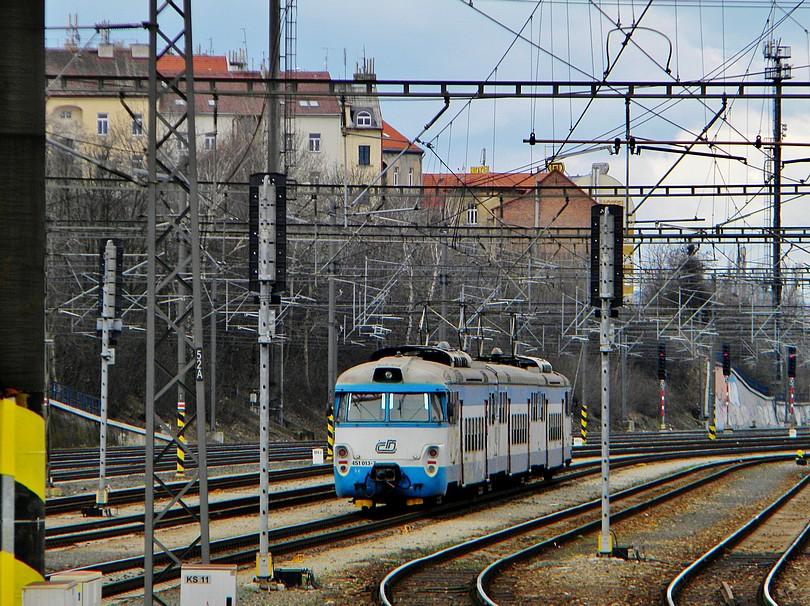 Žabacie EMko smerujúce do Roztok u Prahy. 12 -4- 2o13 14.53
