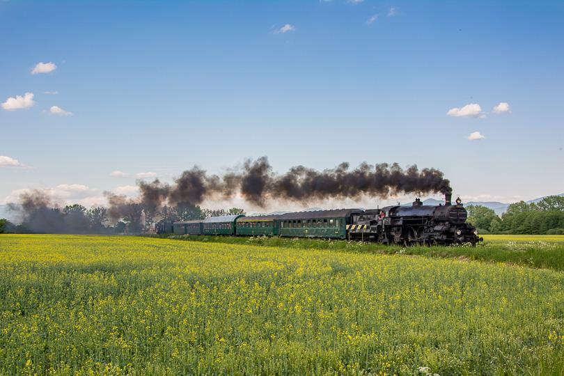 Na výlet vlakom do Hornej Štubni zobral ľudí aj rakúsky rušeň 310.23.