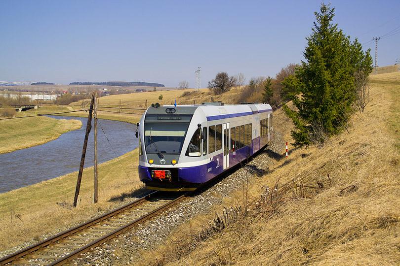 Naše spoločné putovanie skončíme pri rieke Poprad. 840.001 ako Os 8310 sa vracia do Popradu.