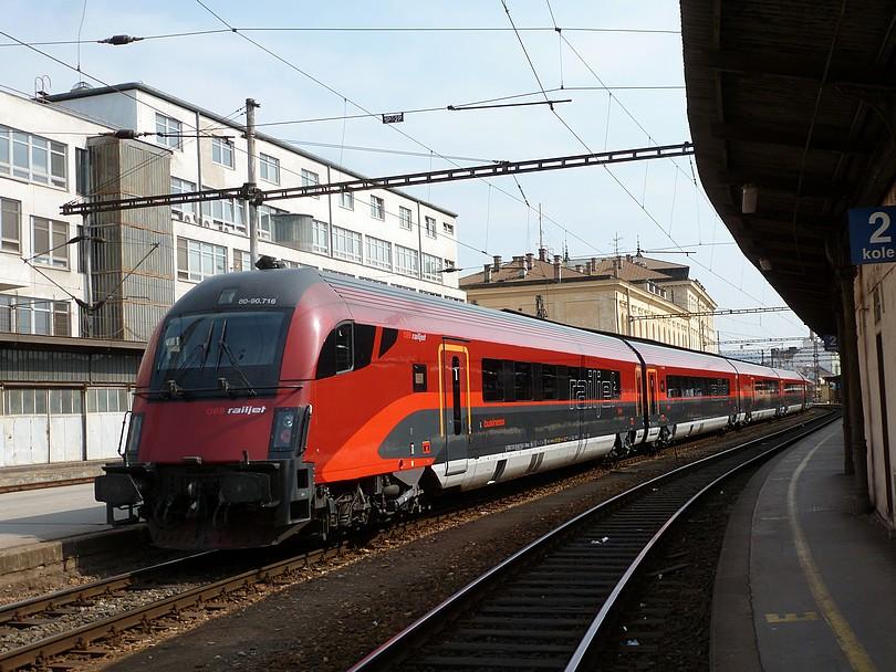 mimoriadny vlak EC 30000 po zastavení v Brne z pohľadu od konca súpravy