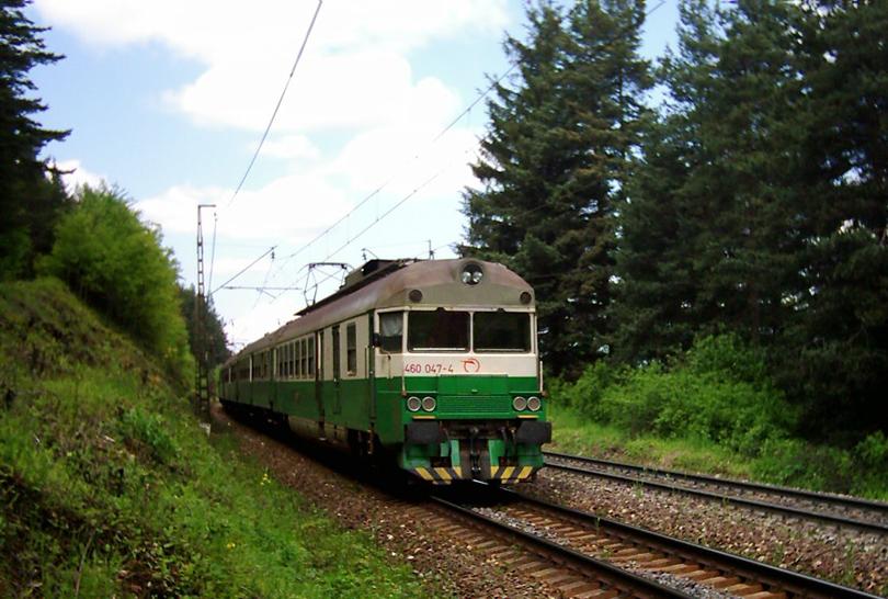 Ďalšia historická. 460.047+048 v klesaní do Spišského Štiavniku. 31.5.2004 (Ivan)