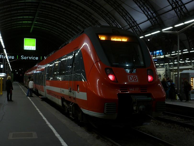 elektrická jednotka radu 442, čísla 117 ako osobný vlak do Lipska /Leipzig Hbf/.