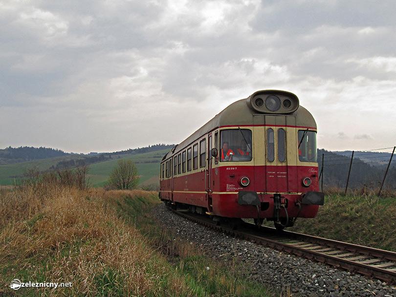 Cesta naspať, tu to vyzerá akoby schádzal vlak z Tatranskej Lomnice, ako za nedávnych čias. (Foto: Princezna263)