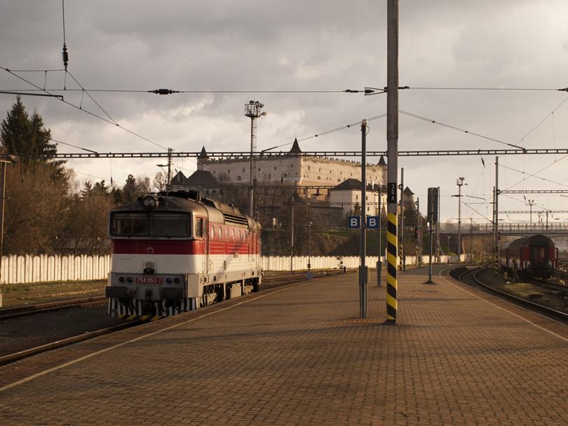 Michaela 754 053 nastupuje na svoj vlak 1842 Šturec.(Foto:fotohunter)