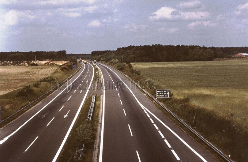 Každodenný pohľad na diaľnicu do Brna a Prahy z okna rušňa.