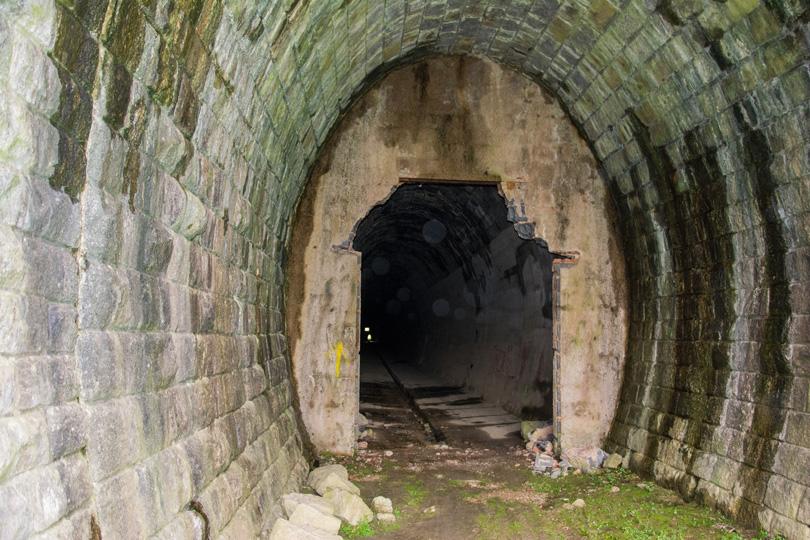 Tunel sa istú dobu používal ako sklad ovocia, preto bol zamurovaný.