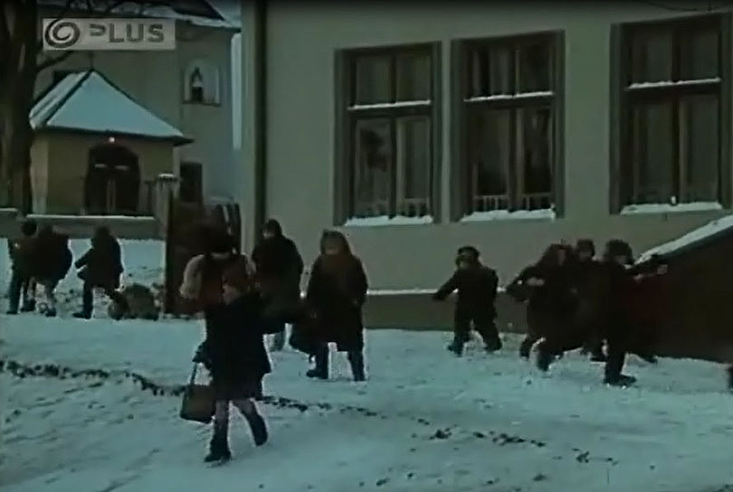 Škola a kostol v Liptovskej Tepličke do ktorej chodili deti.