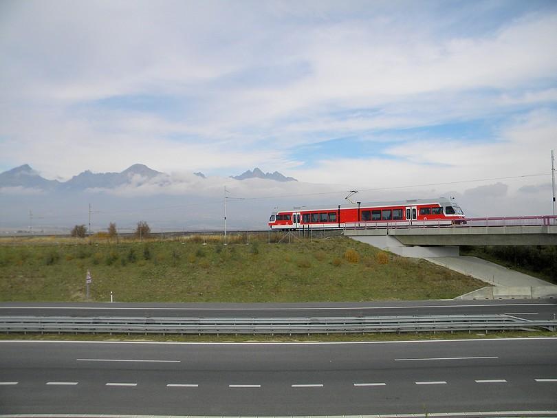 Detail miesta a diaľnice za mostom