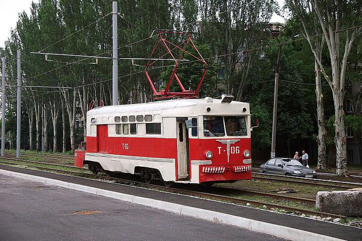Na hlavnej stanici, ako som už skôr spomenul je konečná električkovej linky č.1. Nám sa tu podarilo zazrieť električku Talianskej výroby z konca 50 – tých rokov upravenú na montážne účely. Po krátkom rozhovore s vodičkou sme sa dozvedeli, že nie je jediná.