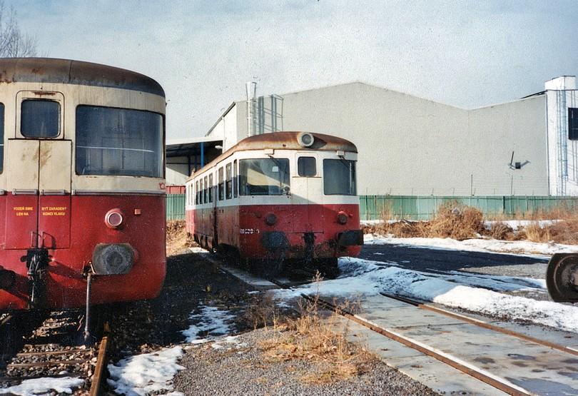 """Spoločný záber s tým, čo dlhé roky podctivo vozila pred i za sebou, s prívesnými vozňami 020 """"Bix"""""""