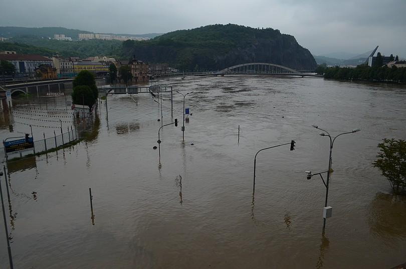 Ústí nad Labem, hladina Labe dosahuje výšky 10 metrů