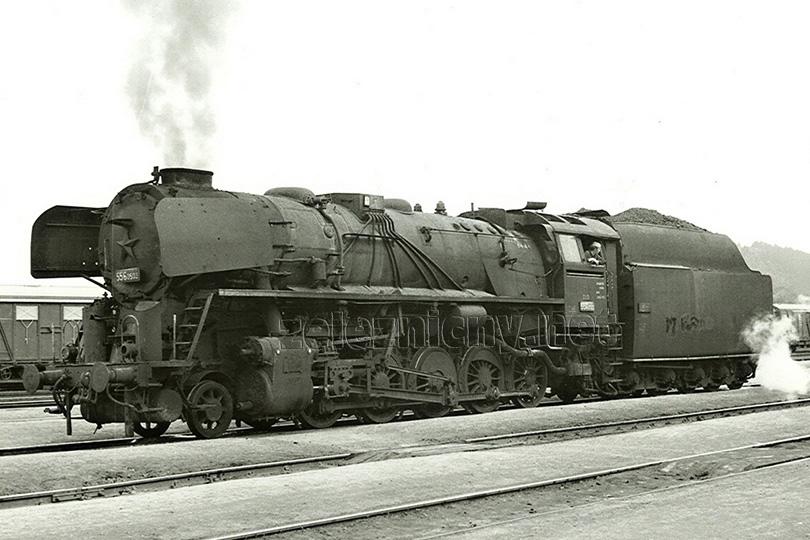 Dne 23. 4. 1975 byla ve stanici Zdice vyfotografována lokomotiva 556.0503.