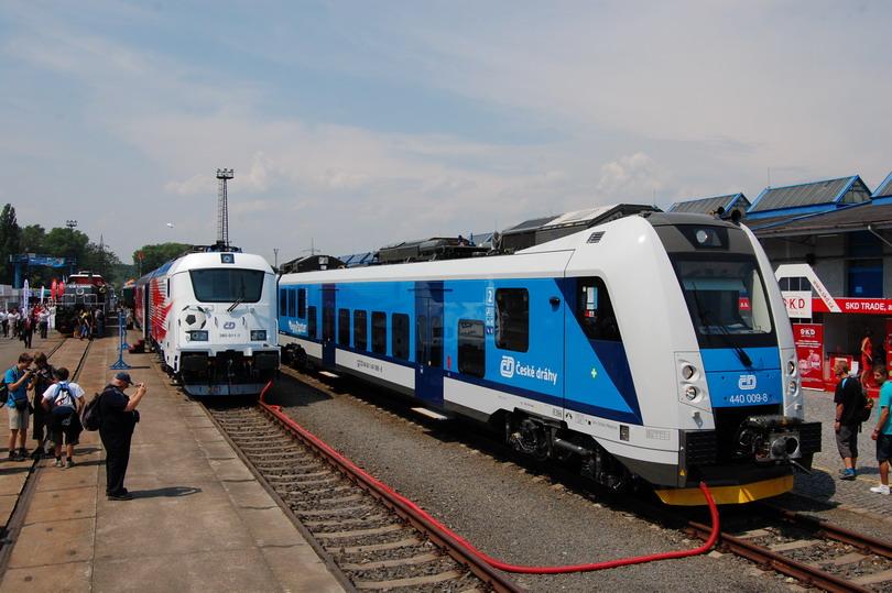 380.011 a nová elektrická jednotka Škoda 75v Regio Panter