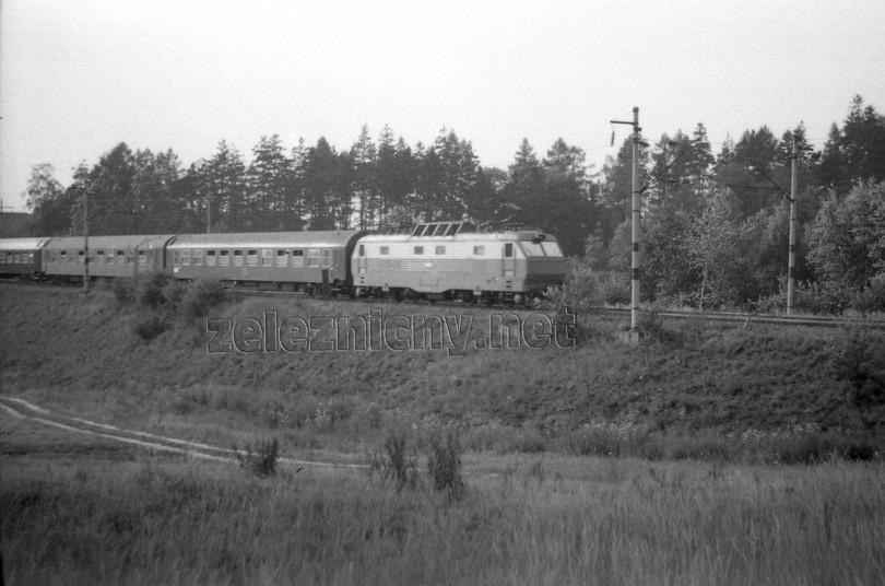gorila ES 499.0010 neďako miestnej časti Chlístov v čele Ex 75, 29.8.1976