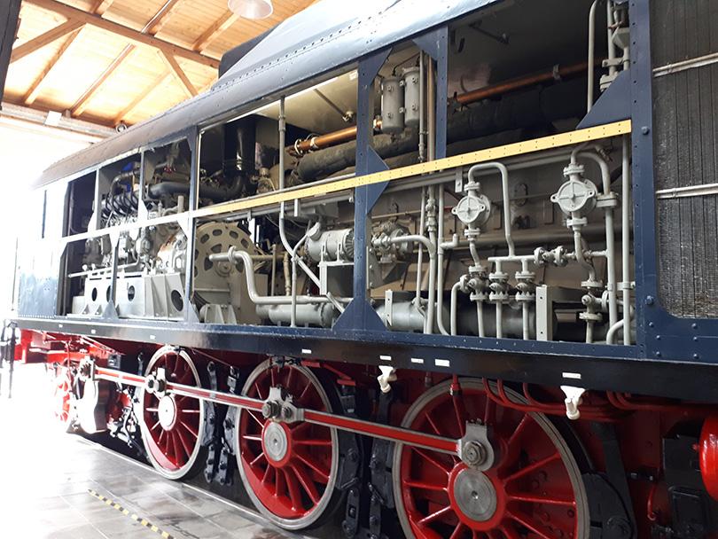 Odkrytovaná lokomotíva V140