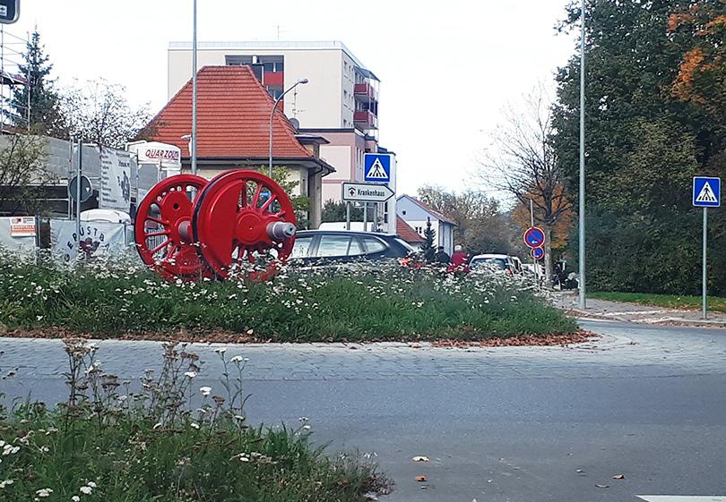 Kruhový objazd s hnacou nápravou v meste Freilassing