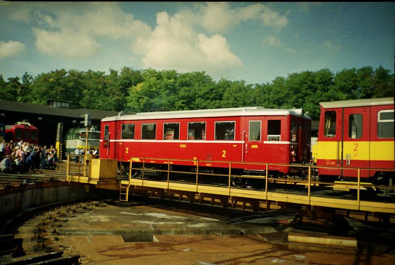 hurvínek M.131 a motorový vozeň radu 810 na točni