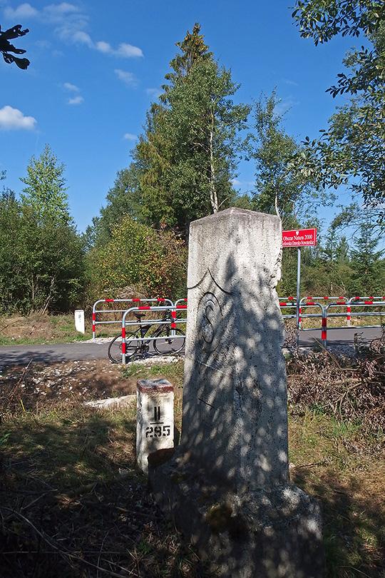 pamätný hraničný kameň z roku 1920 keď sa konečne (načas) ustálila v tejto časti ČSR štátna hranica