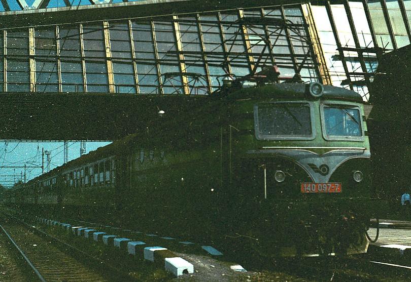 140.097-7 zaskakovala v lete 1995 za neschopného peršinga v Poprade na bratislavskom rýchliku