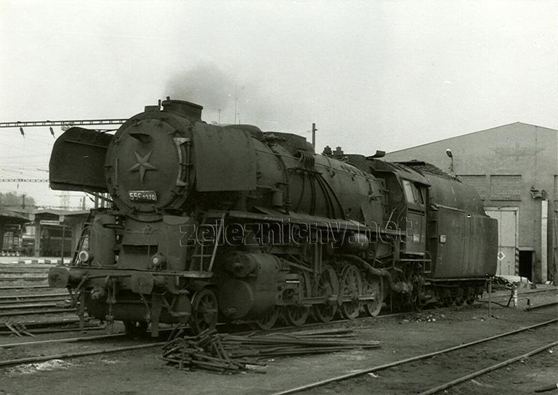 Lokomotiva 556.0370 již jako vytápěcí kotel v lokomotivním depu Havlíčkův Brod dne 10. 5. 1982.