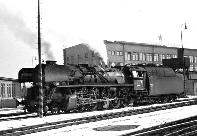 Lokomotiva 556.0222 v Nových Zámcích dne 21. 1. 1978.