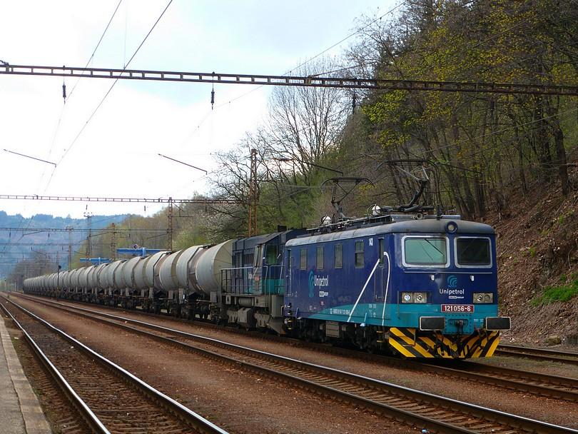 skúter v čele kotlového vlaku Unido 121.056 počas pobytu v Ústí nad Orlicí