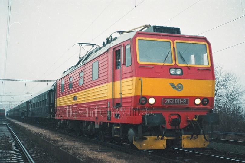 """jeseň 1994 a """"jedenástka"""" ešte so žltým obnovených pruhom, foto Marek Rychnavský /ur.csd/"""