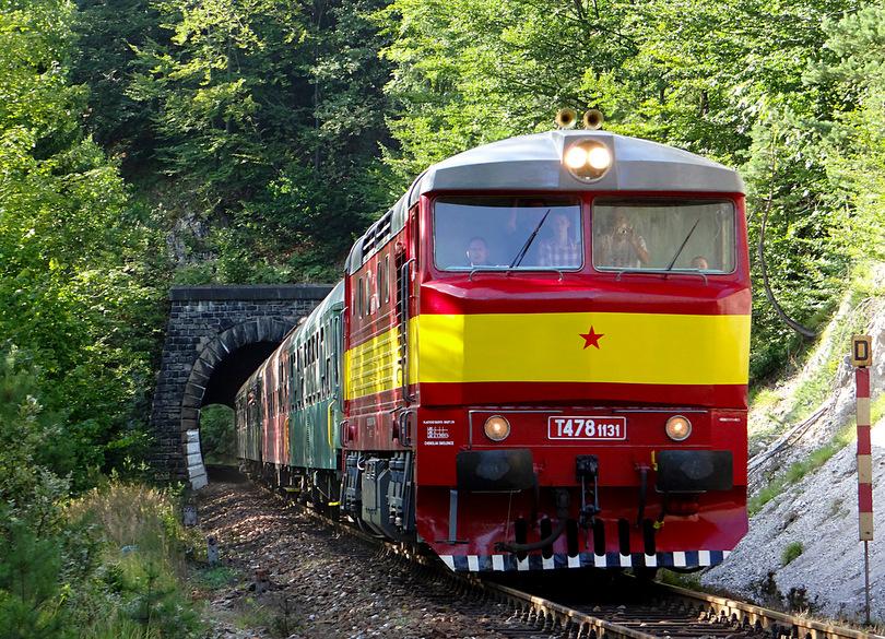 Mišov pohľad na vlak vychádzajúci z Rábkynského tunela /foto HUMMER/