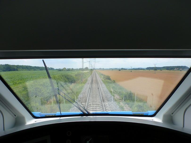 pohľad cez čelné okno na Okruh