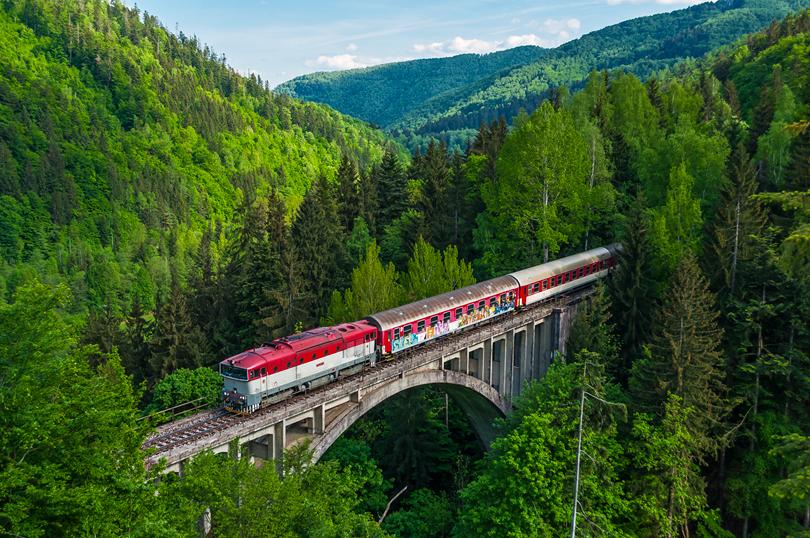 Keďže sa 754 003 vracala nasäť s vlakom Zr 1851, tak som vymyslel to ísť vyfotiť s viaduktom..17.5.2015..
